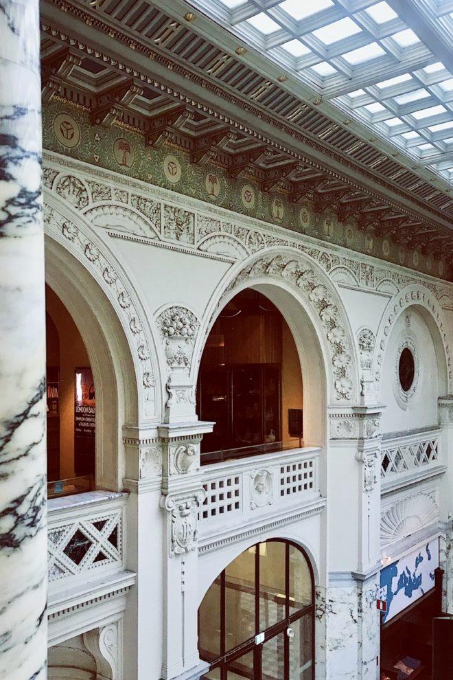 interiör mot taket i Medelhavsmuseet i Stockholm