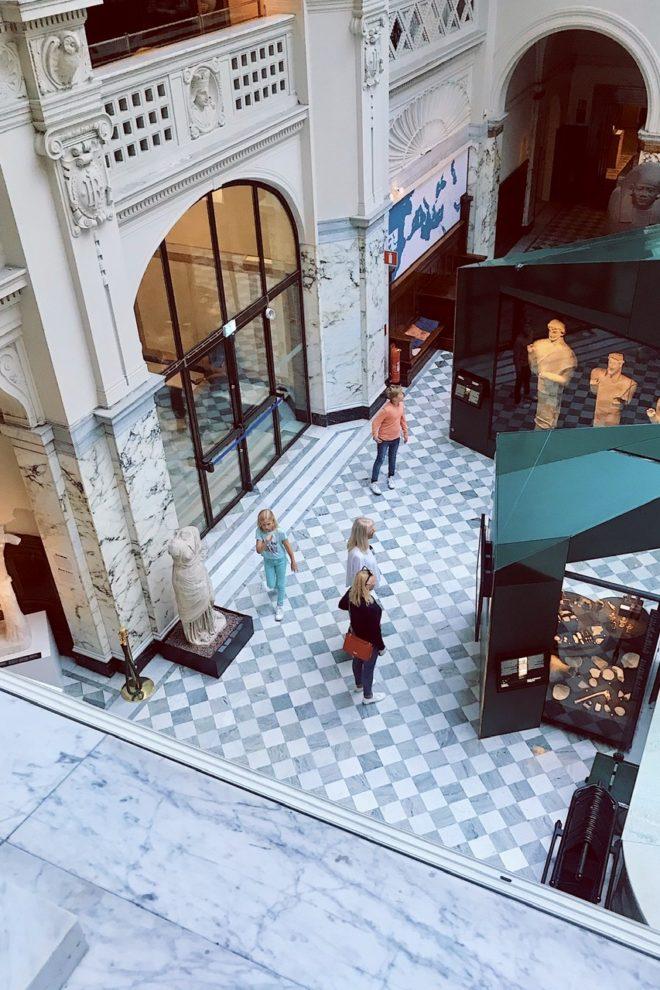 interiör från cafe-balkongen över Medelhavsmuseet i Stockholm